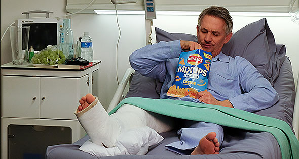 A hospitalised Gary Lineker eating Walkers MixUps