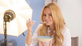 Amanda Holden eats Alpen