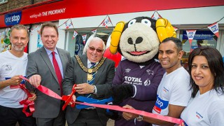Rammie the sheep cuts ribbon