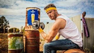 Rick Edwards pumps iron